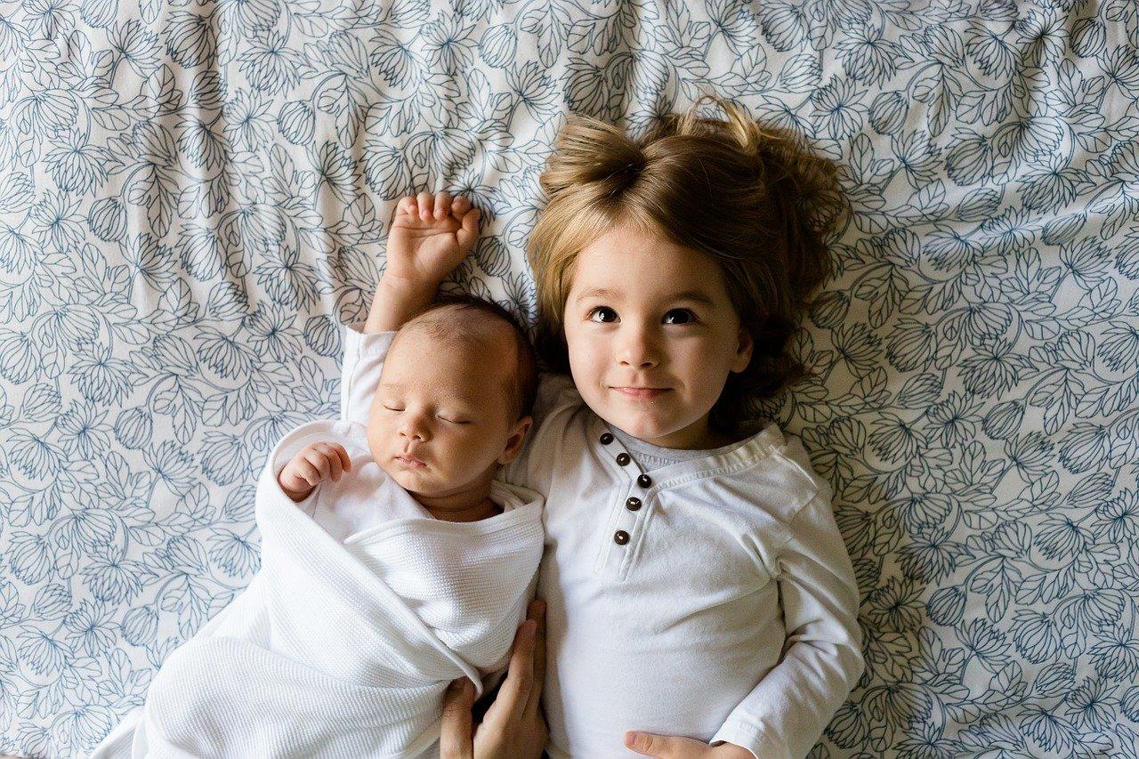 brothers, siblings, newborn-457237.jpg