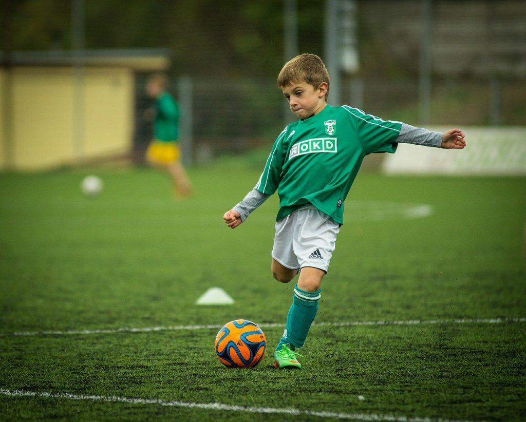 child, soccer, playing-613199.jpg
