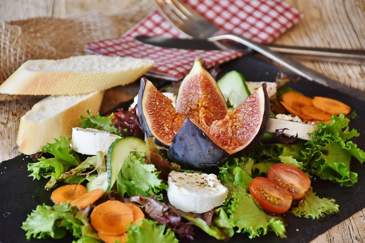 salad, figs, cheese-1672505.jpg